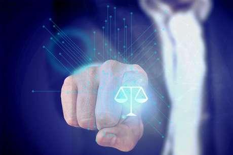 A adoção de inteligência artificial dentro do setor jurídico é baixa, apesar das promessas de cortar custos operacionais