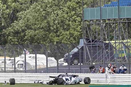 Acidente sofrido por Daniil Kvyat ajudou a mudar os rumos do GP da Inglaterra