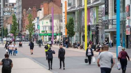 Cidade de Leicester seguiu em quarentena mesmo quando Reino Unido reabriu a economia