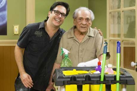 Lucio Mauro Filho e Lúcio Mauro se encontram durante gravação da 1ª temporada da nova versão da 'Escolinha do Professor Raimundo', em 2015
