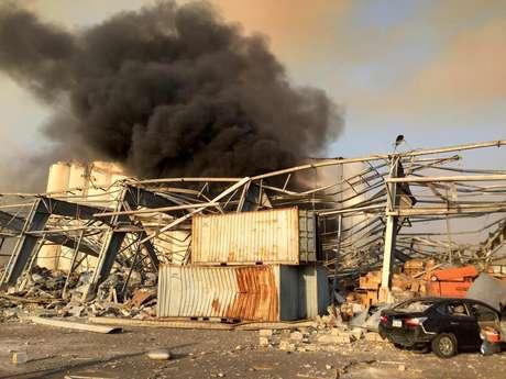 Uma densa coluna de fumaça é vista em Beirute 04/08./2020 REUTERS/Mohamed Azakir