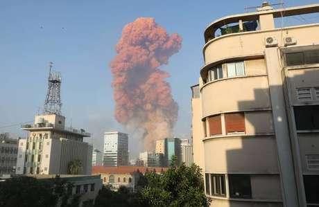 Forte explosão atingiu área portuária de Beirute