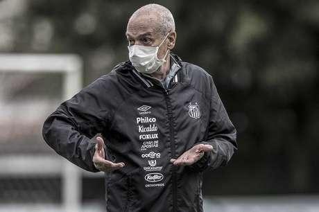 Jesualdo Ferreira está pressionado no comando do Santos