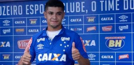 Denílson, volante que foi contratado pelo Cruzeiro em 2016 pode levar o clube à Série C do Brasileiro- (Foto: Washington Alves/Light Press/Cruzeiro)