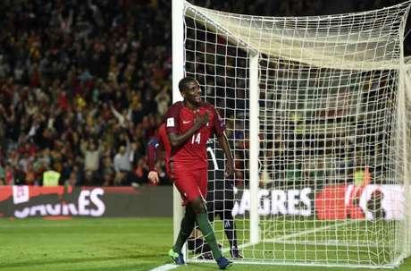 William Carvalho também atua na seleção portuguesa (Foto: Francisco Leong / AFP)