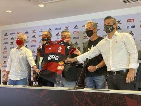 Treinador espanhol foi apresentado oficialmente no Ninho do Urubu (Foto: Alexandre Vidal/CRF)