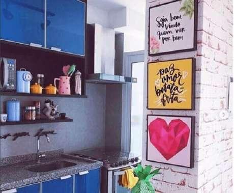 59. Avalie o tamanho da parede para que a proporção, altura e formato para decoração quadros para cozinha fiquem harmônicos. Fonte: Pinterest
