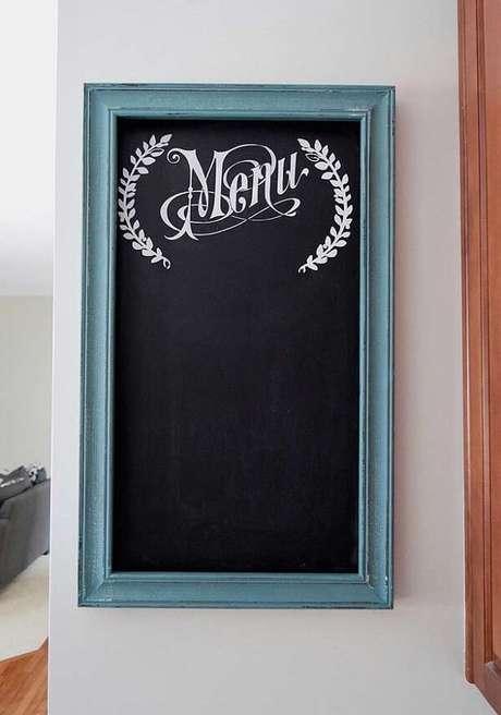9. Começando por um quadro clássico quadro negro para expor o menu do dia baseado nos bistrôs franceses. Fonte: Pinterest