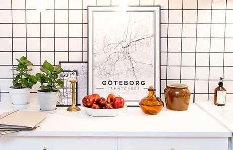 47. Modelo de quadro para decorar cozinha para aqueles que são amantes de viagens. Fonte: Pinterest