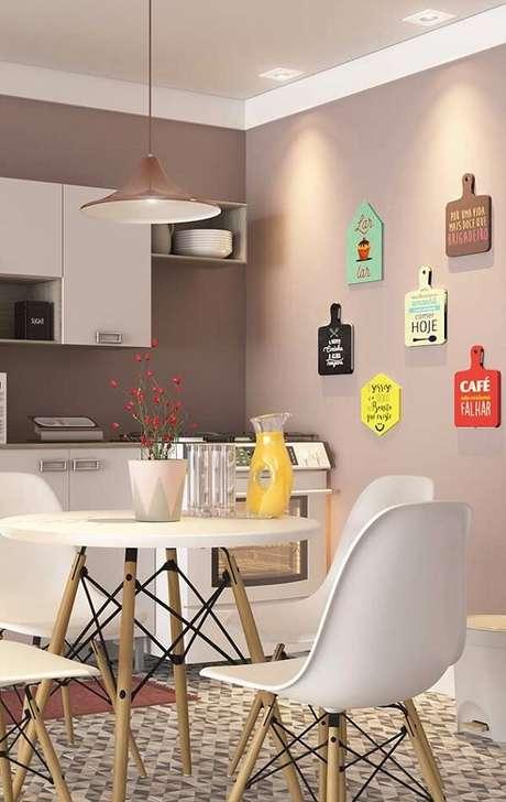 43. Modelos de quadros decorativos para cozinha que trazem alegria e descontração ao espaço. Fonte: Pinterest