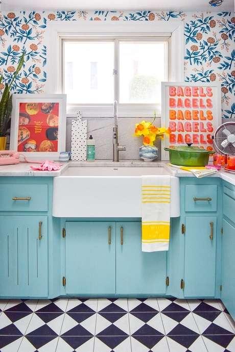 37. Os quadros decorativos para cozinha coloridos alegram o ambiente. Fonte Pinterest