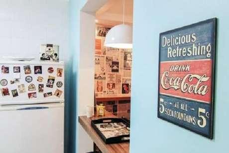 34. Os quadros decorativos para cozinha vintage trazem estilo para o espaço. Fonte: Pinterest