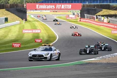 O safety-car ficou mais tempo que o habitual na pista, sobretudo após o acidente com Daniil Kvyat em Silverstone