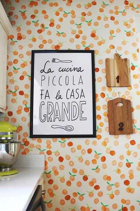 8. Quadros para cozinha com frases e motivos relacionados a comida.