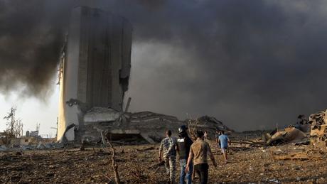 Uma investigação em andamento busca a causa da grande explosão em Beirute
