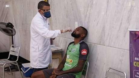 Casos de contaminação no Uberlândia inviabilizam partida contra o Cruzeiro