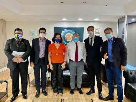 Ministro recebe defensores do uso de ozônio pelo ânus para tratar covid-19.