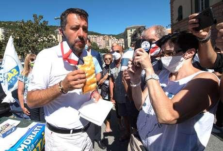 Matteo Salvini durante visita a penitenciária em Gênova