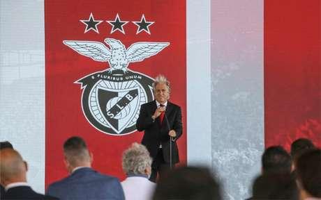 Jorge Jesus foi apresentado pelo Benfica na última segunda (Foto: Reprodução/Twitter)
