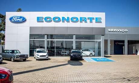 Fachada da Econorte de Taubaté: terceira loja do grupo com a bandeira Ford.