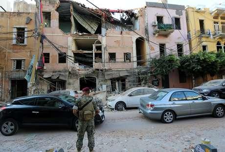 Explosão em zona portuária causou destruição em Beirute, capital do Líbano