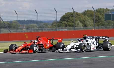 Vettel não conseguiu segurar nem a AlphaTauri de Gasly