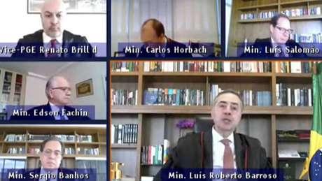 Ministros do TSE durante julgamento; Luís Roberto Barroso defendeu eleição indireta