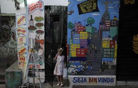 Criança em favela do Rio de Janeiro 27/07/2020 REUTERS/Ricardo Moraes