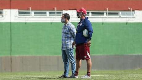 Mário Bittencourt e Odair Hellmann durante treinamento do Fluminense (Foto: Lucas Merçon/Fluminense FC)