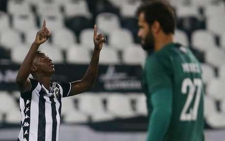 Matheus Babi comemora gol contra o Fluminense (Foto: Vítor Silva/Botafogo)