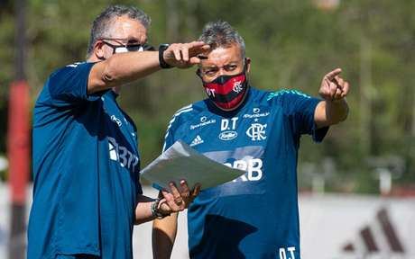 Torrent conversa com auxiliar: catalão chegou ao Fla para o lugar de Jorge Jesus (Foto: Alexandre Vidal / Flamengo)