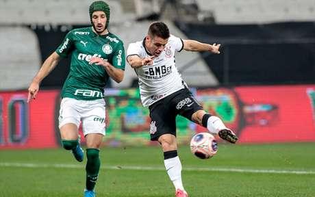 Ricardinho achou melhor encerrar a partida devido ao nível técnico e gerou risadas (Foto: Rodrigo Coca/Corinthians)