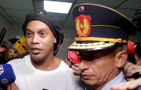 Ronaldinho Gaúcho deixa tribunal em Assunção após prestar depoimento 06/03/2020 REUTERS/Jorge Adorno