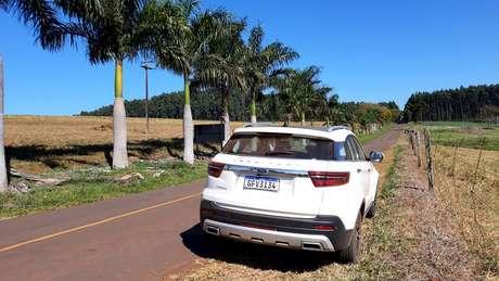 Em estradas de pista simples, SUV chinês sente falta de motor mais potente.