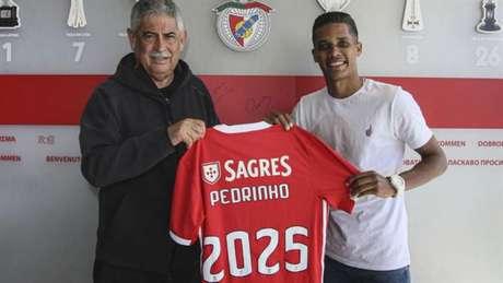 Pedrinho assinou com o Benfica por cinco temporadas e reencontrará um velho conhecido: Jorge Jesus (Foto:Divulgação/Benfica)