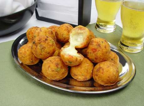 Guia da Cozinha - 7 porções fritas com queijo para degustar com uma cerveja gelada