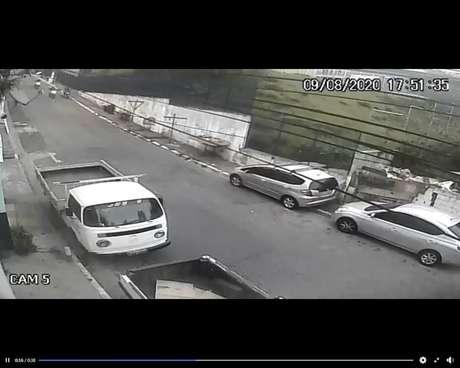 Polícia afirma que suspeito estava em moto sem placa e não respeitou pedido para parar