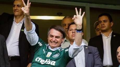 Bolsonaro parece que voltou a ser palmeirense e comemorou o titulo paulista (Foto: Aloisio Mauricio/Fotoarena)