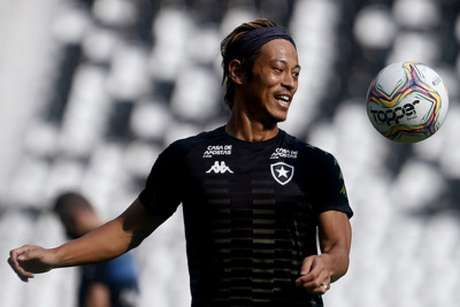 Keisuke Honda em ação pelo Botafogo. Japonês promete ajudar várias pessoas financeiramente (Foto: Vitor Silva/ Botafogo)