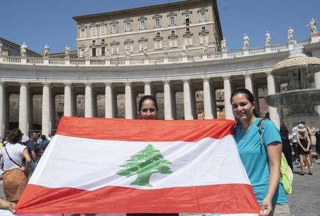 Peregrinos libaneses durante Angelus do papa Francisco, na Praça São Pedro