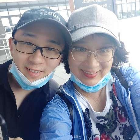 Li Jingzhi e seu filho Mao Yin (Jia Jia).