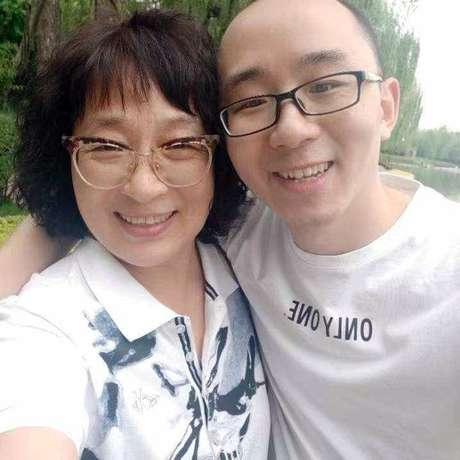 Li Jingzhi e seu filho Mao Yin tiraram muitas fotos juntos desde o reencontro