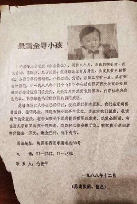 A mãe imprimiu 100 mil folhetos com a foto do filho.