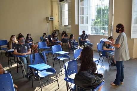 Ao todo, 123 escolas do Ensino Médio retomaram as aulas nas redes estaduais de Manaus.