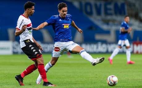 A estreia foi tensa, mas o Cruzeiro conseguiu vencer e reduzir o prejuizo de pontos na Série B-(Foto: Bruno Haddad/Cruzeiro)