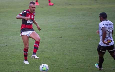 Rafinha atuou durante os 90 minutos contra o Galo (Foto: Alexandre Vidal/Flamengo)