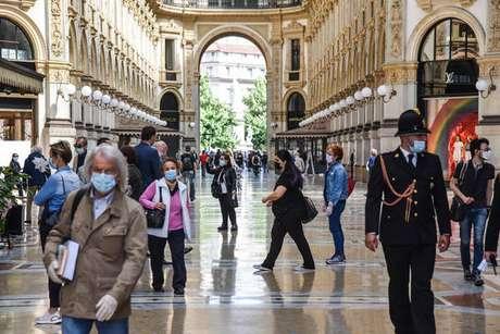 Movimentação na Galeria Vittorio Emanuele II, em Milão