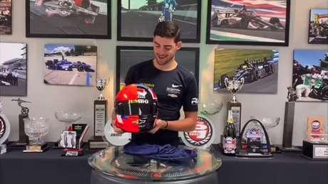Rinus VeeKay exibe capacete que homenageia Luyendyk