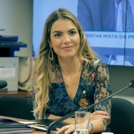 Deputada federal Paula Belmonte (Cidadania-DF) é autora de projeto de lei que autoriza prescrição de ozonioterapia para diagnosticados com coronavírus