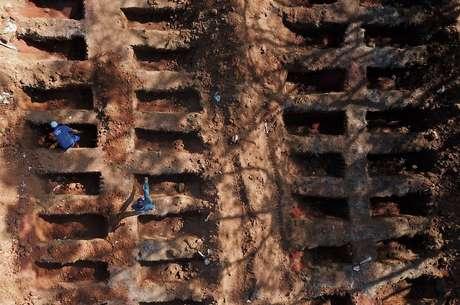 Movimentação no cemitério da Vila Formosa, em São Paulo